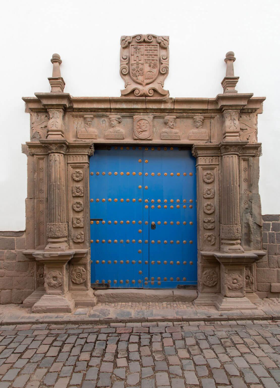 Cuatro bustos original entrance